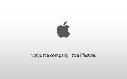 Na imagem vemos o logo da Apple com a frase: Não é só uma companhia, é uma estilo de vida.